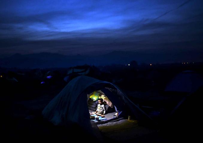 Enfant camp réfugié Idoménie Grece