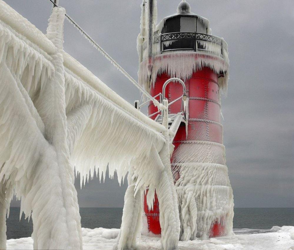 phare-michigan-sous-la-neige