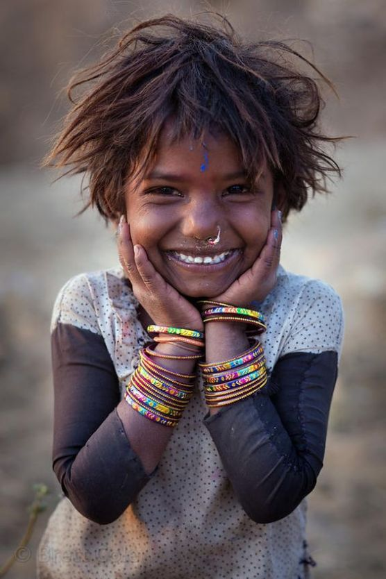 A girl from the Kalbelia gypsy caste in the desert, Pushkar, Rajasthan, India
