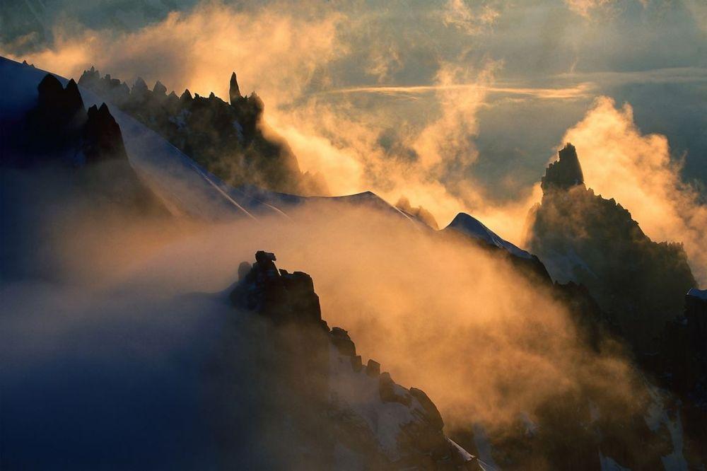 Pics des gendarmes Aiguille du Plan Alpes France.jpg