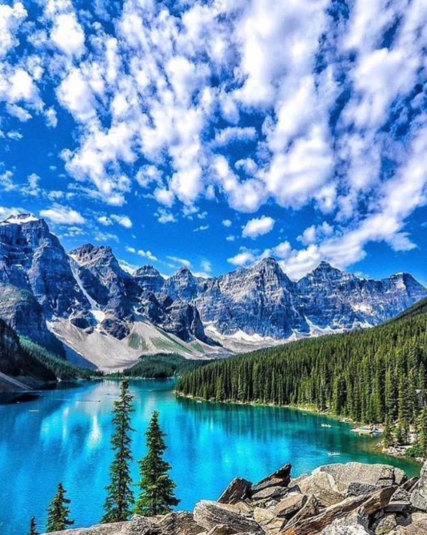Lac Moraine Alberta Canada.jpg
