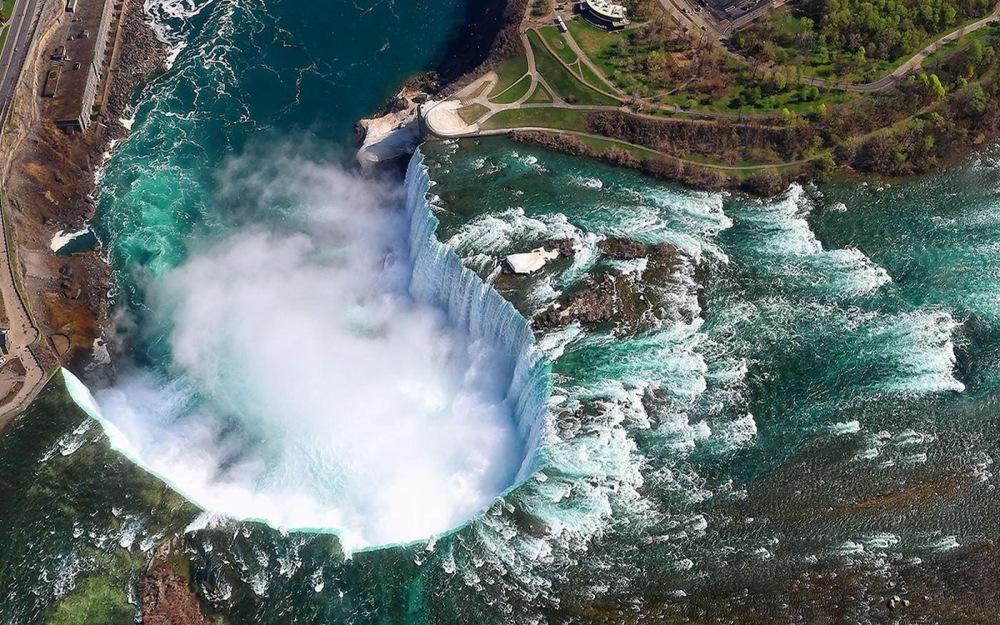 chutes du Niagara vues du ciel.JPG