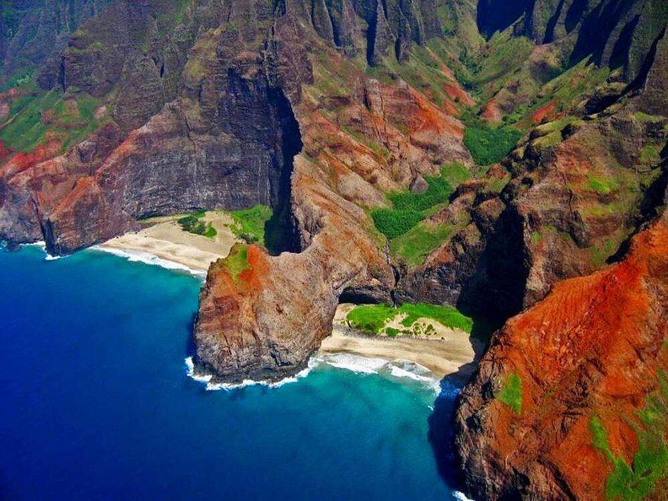 cote de Na Pali sur l'archipel d'Hawai- un pali est un terme hawaïen qui désigne une falaise, un escarpement