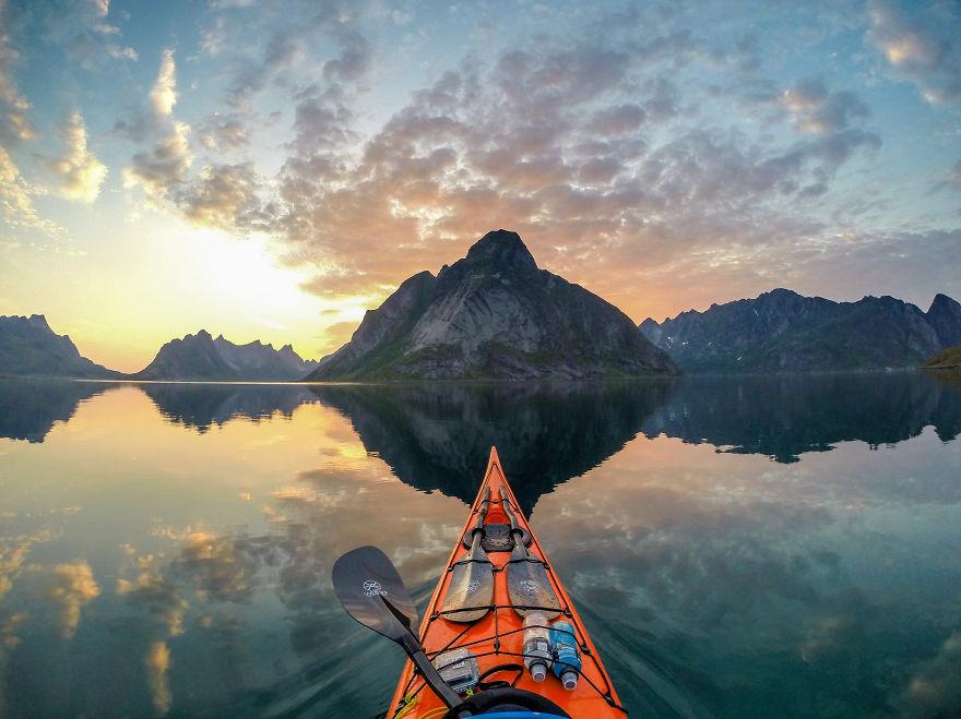 fjord Norvège depuis son kayak photo Tomasz Furmanek