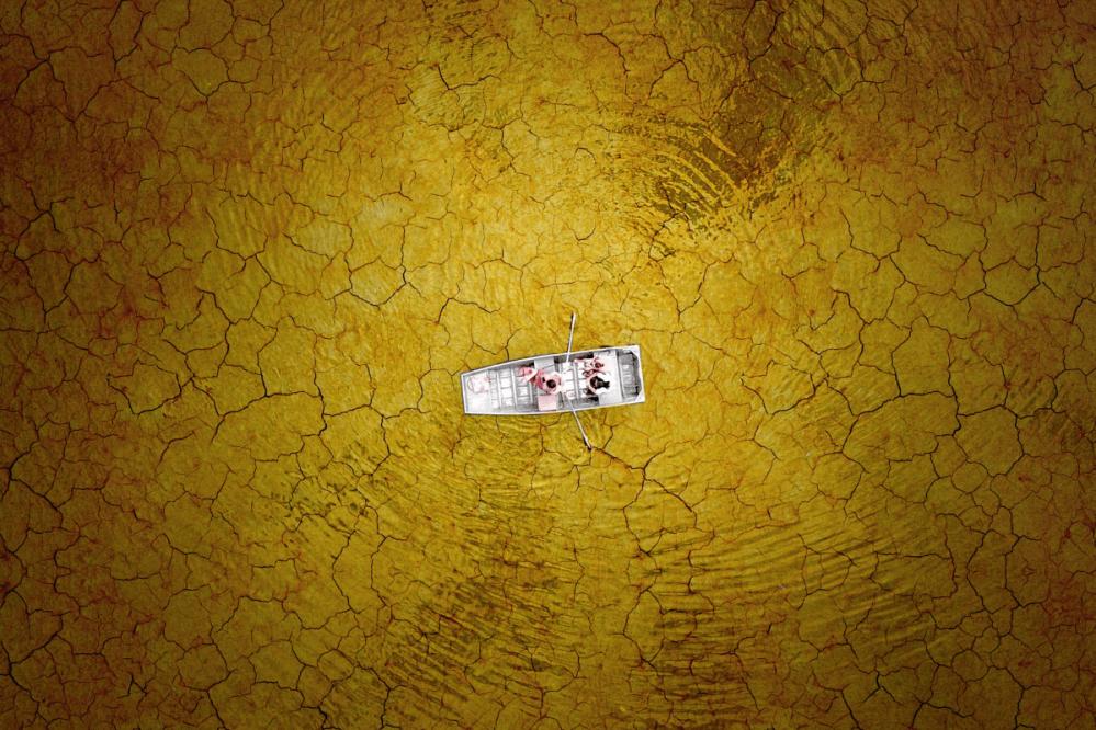 bateau en barque sur le lac Burke by Milo Allerton