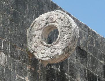 anneau sur le temple de Chichen Itza