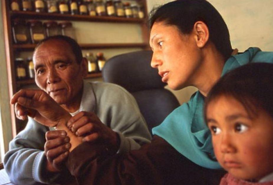 médecin tibétain1